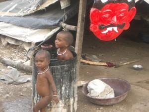 Kinder der Gipsfigurenhersteller